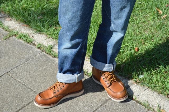 オーバーサイズのジーンズとレッドウィング875