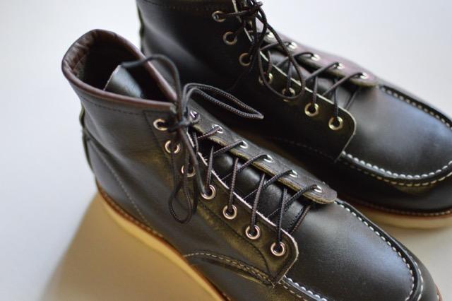 「憧れのレッドウィング 8180」靴紐をブラック/ブラウンのタスラン 97158 に変えてみた